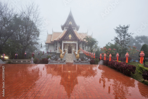 Canvas Boeddha Famous temple with mist at Doi Mae Salong