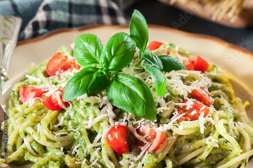 Vegetarian pasta spaghetti with basil pesto and cherry tomatoes - 204061031