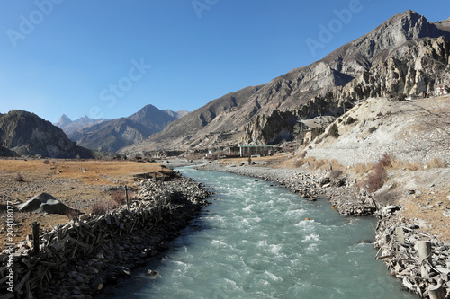 Aluminium Bergrivier flowing of a mountain river in the Nepalese Himalayas