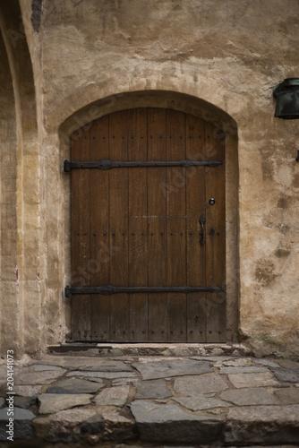 Okna, drzwi i ściany zamku