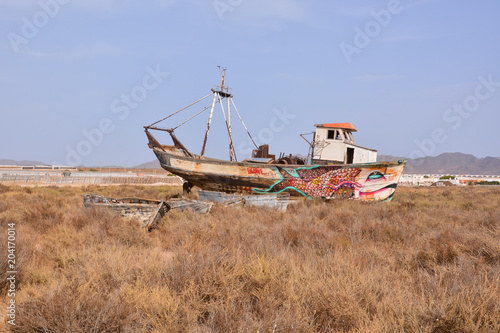 Canvas Schip Abandoned Old Shipboat, water, sea, ship, blue, sky, wreck, transportation, beach, port, travel, old, ocean, abandoned, nature