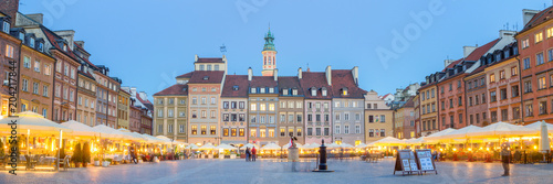 Fototapeta Panorama of old town square in Warsaw at lovely summer evening