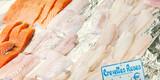 Market stall with fresh sea fish on ice at Parisian street farmers market. - 204222805