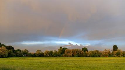 panorama con arcobaleno in pianura padana