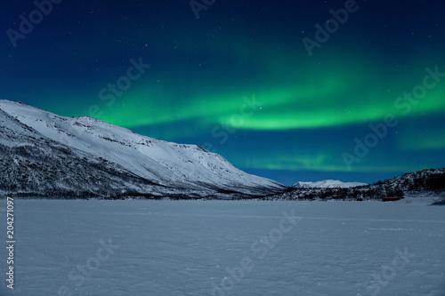 Fotobehang Noorderlicht Nordlichter und Sternenhimmel über dem Nakkevatnet (Norwegen)