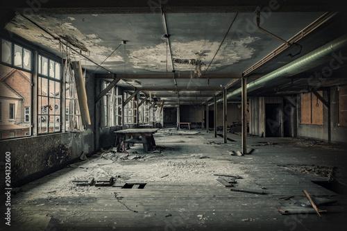 Plexiglas Oude verlaten gebouwen Factory hall ruin