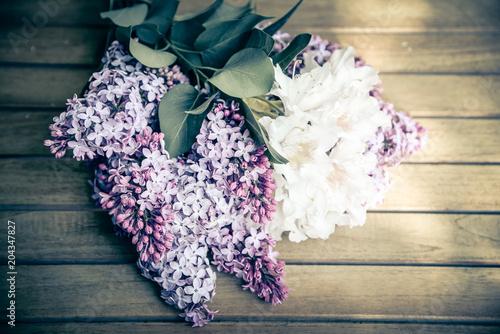 lila Flieder als weicher Blumenhintergrund - 204347827