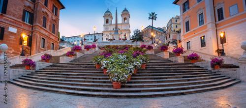 Rzym. Panoramiczny pejzaż miejski wizerunek hiszpańszczyzna Kroczy w Rzym, Włochy podczas wschodu słońca.