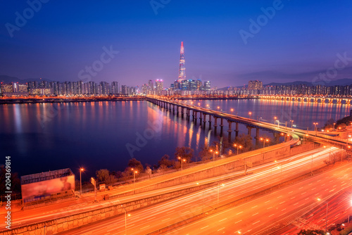 Fotobehang Seoel Seoul City Skyline at Hangung river of lotte tower in Seoul, South korea.