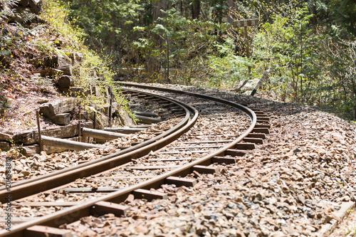 Plexiglas Spoorlijn 山の中の線路