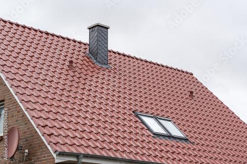 Komin i świetlik na dachu
