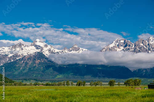 Canvas Natuur Grand Teton Mountains with low clouds