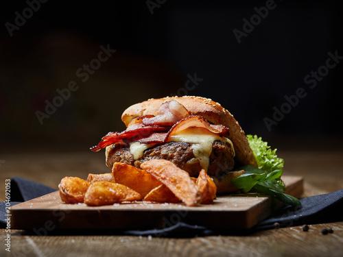 Poster Burger mit Käse, Speck und Wegdes