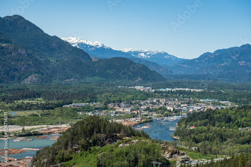 Fotobehang Blauw Squamish village view from the mountain top in a sunny day