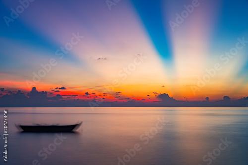 Aluminium Zonsopgang Colorful sunrise over ocean on Maldives