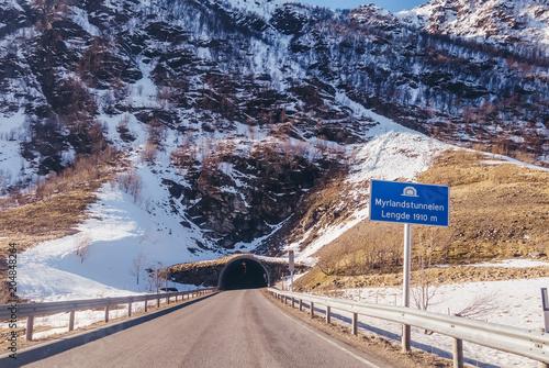Norwegia, Myrlandstunnelen jest jednym z wielu tuneli łączących wyspy Lofotów