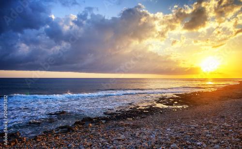 Aluminium Zonsopgang Beautiful cloudscape over the sea, sunrise and sunset shot