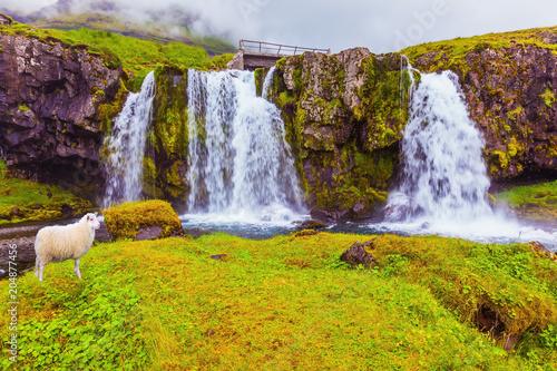 Threaded full-flowing waterfall