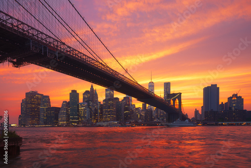 Foto Murales New-York skyline and Brooklyn bridge at sunset