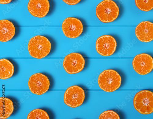 Tangerine na stole drewna.