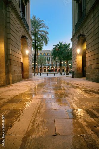 Fotobehang Barcelona Narrow street entrance to Plaza Real in Barcelona, Catalonia, Spain