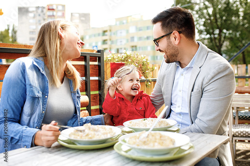 Family enjoying pasta - 204964482