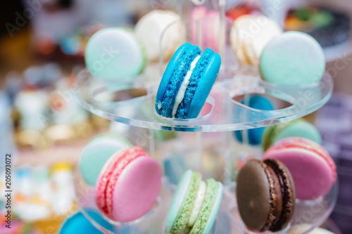 Plexiglas Macarons Wedding candy bar, beautiful and tasty cakes, macarons