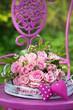 Rosenstrauß mit rosa Herzen