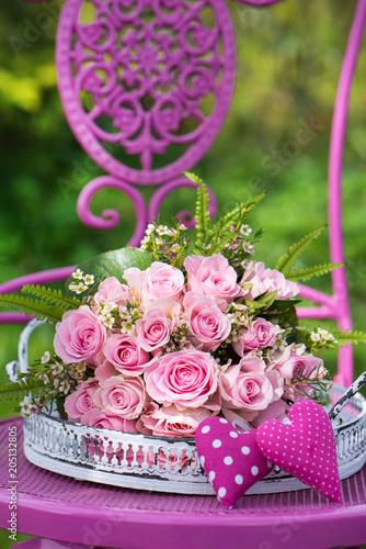 Fototapeta Rosenstrauß mit rosa Herzen