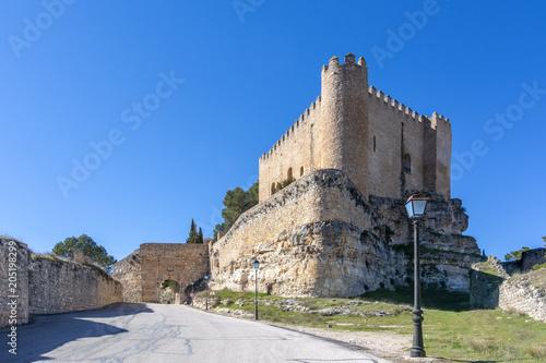 Castillo de la villa de Alarcon en la provincia de Cuenca España en un día soleado de invierno