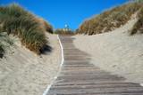 Holzpfad zwischen den Sanddünen