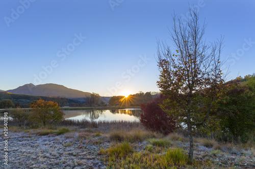 Fototapeta Sunrise at the water in autumn