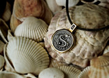 """Religious pendant  - Feng  Shui  - """"Dragon"""" calligraphy - """"Happiness"""" - made of gold on a natural background"""