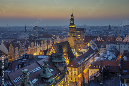 obraz PCV Wieczór nad wrocławskim rynkiem, widok na Rarusz - Wrocław, Polska