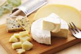 チーズの盛り合わせ Cheese platter - 205610817
