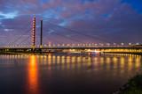 Rheinkniebrücke beleuchtet