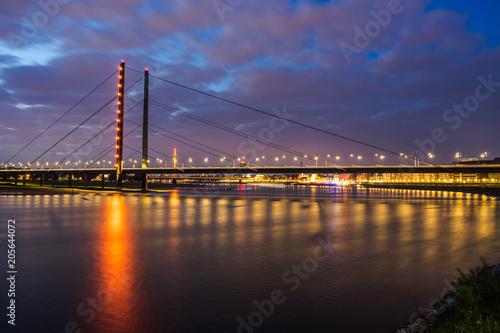 Sticker Rheinkniebrücke beleuchtet