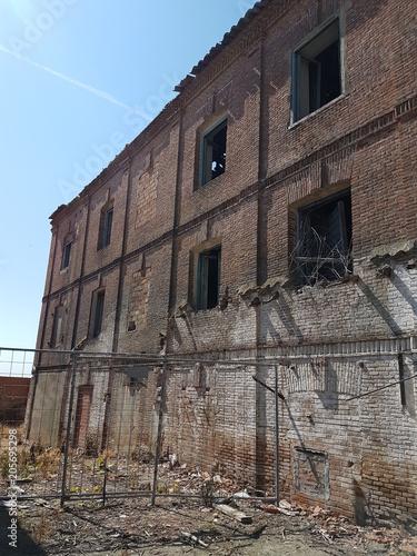 Fotobehang Gebouw in Puin Abandoned red brick factory