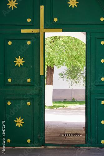 Aluminium Kiev The open door in the iron gate. Entrance to the Orthodox Monastery (Kiev, Ukraine)