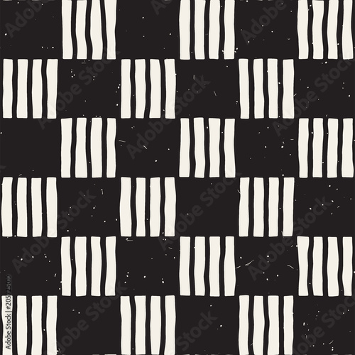 Hand drawn seamless repeating pattern with checker lines tiling. Grungy freehand background texture. - 205725010