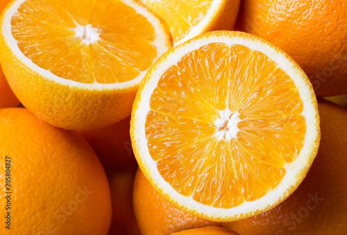 kupa świeżych pomarańczy