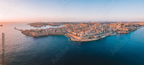 Foto Murales Evening view of Spinola Bay with Traditional maltese Luzzu fishing boats