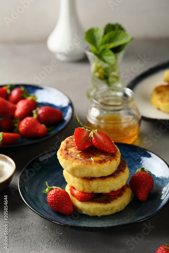 Poster Cheese pancake with berry