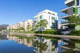 Modernes Wohngebiet in einer Parkanlage - 205870883