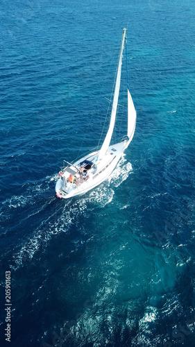 Canvas Zeilen Aerial birds eye view from drone of yacht in deep blue sea