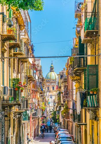 In de dag Palermo View of a narrow street leading to chiesa del carmine maggiore in Palermo, Sicily, Italy