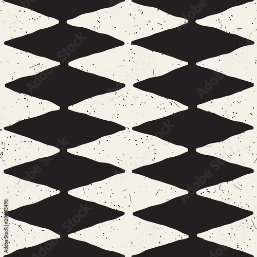 Hand drawn abstract seamless pattern in black and white. Retro grunge freehand jagged lines texture. - 206015496