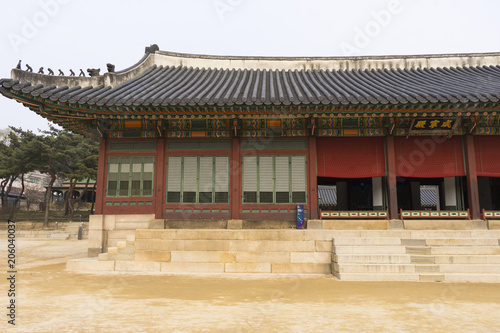 Fotobehang Seoel The beautiful architecture of Deoksugung Palace in Seoul, South Korea
