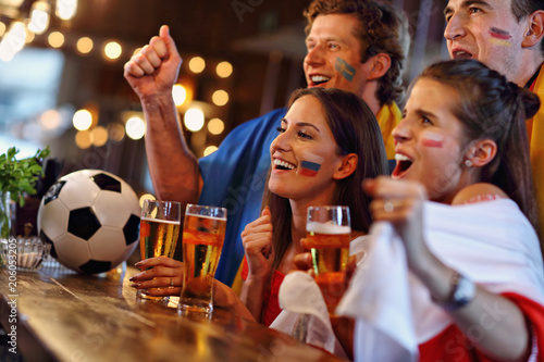 Aluminium Voetbal Group of friends watching soccer in pub