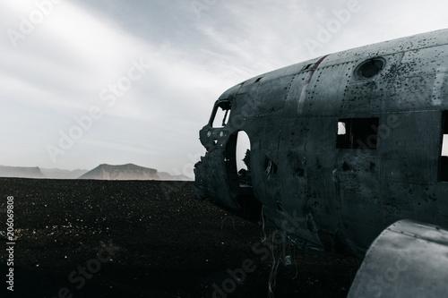 Fotobehang Schipbreuk carcasse d'avion en islande